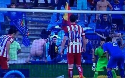 Tifozi nudo shpërqëndroi Diego Costan?!(foto+video)