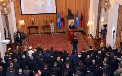 Nishani dënon 'Krimenë', ambasadori rus largohet nga ceremonia