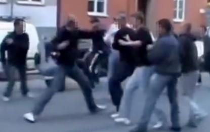 Rrahje masive mes shqiptarëve dhe boshnjakëve në Austri