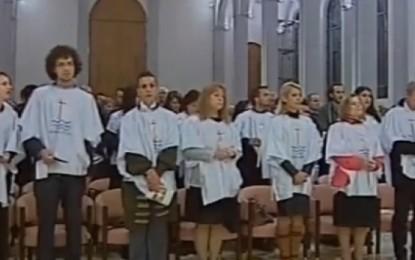 Konvertohen në katolikë 20 persona (Video)