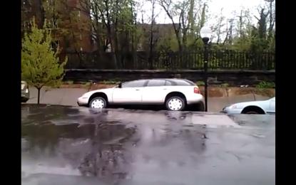 Rrëshqet dheu në Baltimore, ja se si zhduken veturat (video)