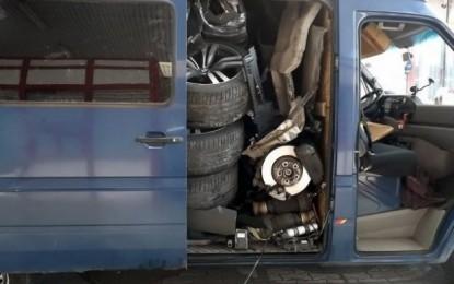 Kanë vjedhur BMW x6, dhe kan  çmontuar e kanë fshehur në kombi