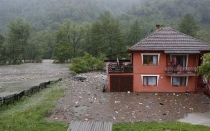 Si i pritën vërshimet presidentët e Serbisë & Kroacisë
