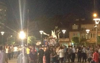 Në sheshin qendror ka filluar festën LDK, AAK dhe NISMA (Foto)