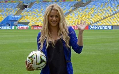 Shakira e Santana shkëlqejnë në skenë (FOTO)