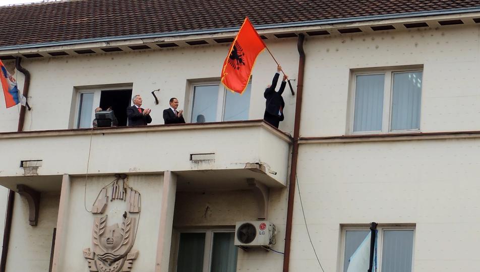 Bujanoci e Presheva ngriti  flamurin  më 28 nëntor  (foto & video)