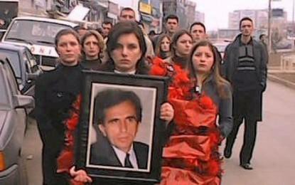 Berianë Mustafa, Berat Buzhalës: Mos luajë ultë! Nëse e di, trego kush ma vrau babën