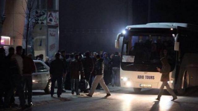 Policia pengoi ikjen masive jashtë të të rinjve nga Ferizaj e Shtimja (Video)