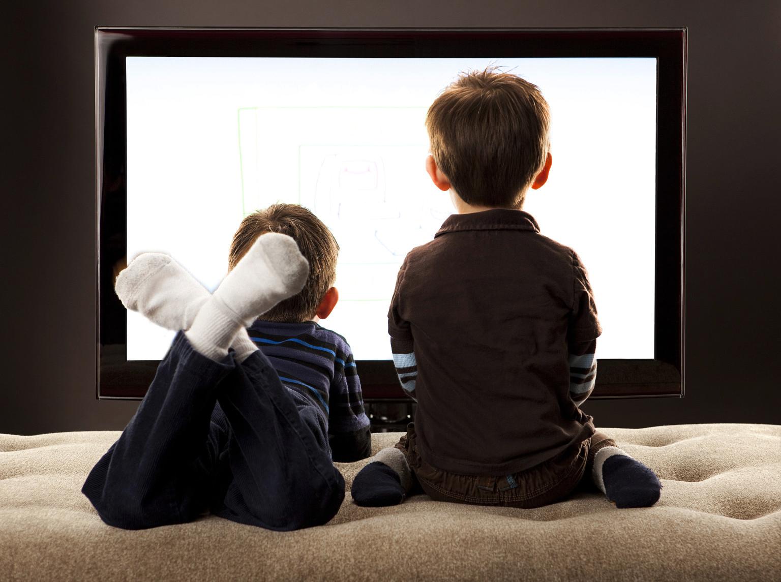 Televizori në familje