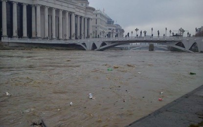 """Rritet niveli i lumit Vardar, rrezikohet """"Shkupi 2014"""""""