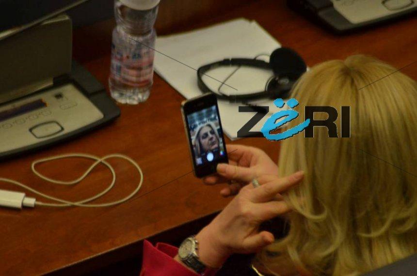 Edita shfrytëzon Kuvendin të rregullohet (Foto)