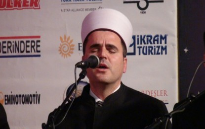 Hafiz Aziz Halili cmend publikun në operën e Vienës me ezanin-All-llahu Ekber ! VIDEO