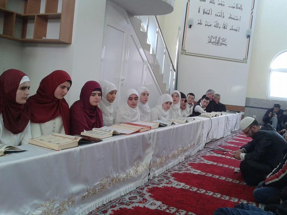 Manifestim fetarë për nderë të përfundimit të Kuranit, në xhaminë Ebu Beker Es-Sidik në Preshevë(foto)