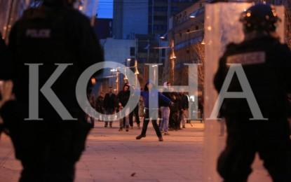 Dy qytetar dhe 19 policë të lënduar në  protestën e sotit