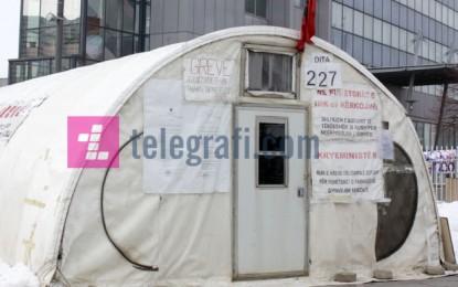 Nuk dorëzohen as në acar, 227 ditë në tendën që mërdhin (Foto)