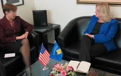 Ambasadorja Jacobson inkurajon ministren Tahiri