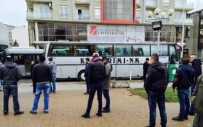 Autobusët nga Gjakova nisen për protestë në Prishtinë (Foto)