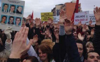 Pas protestës dhe gurëve, polemizojnë politikanët