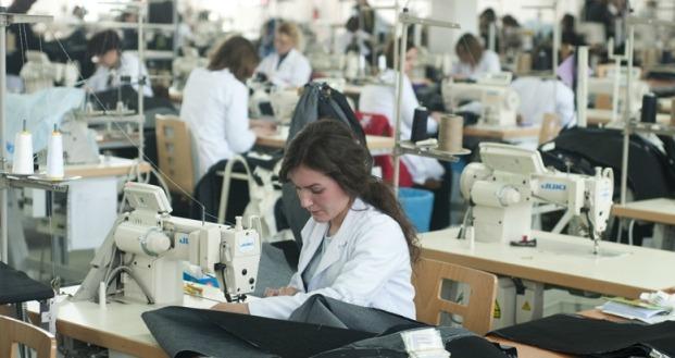 Punëtorët e kompanive të mëdha ikin në Hungari