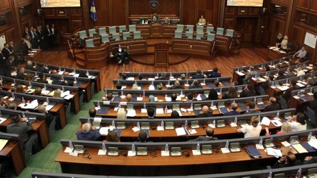 Seanca e Kuvendit të Kosovës , me tensione dhe akuza!