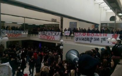 Studentët në Shkup okupojnë universitetin, shpallet autonomi studentore