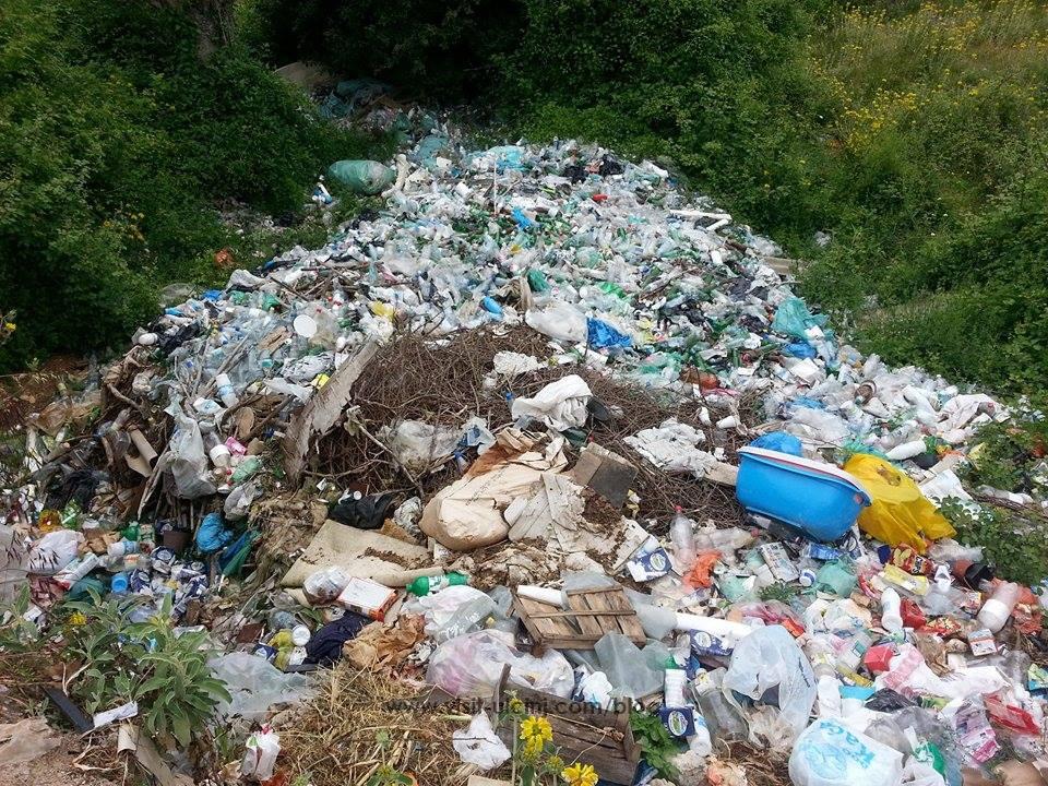 Mbeturinat e egra  pengojnë pronarët  të punojnë tokën tyre