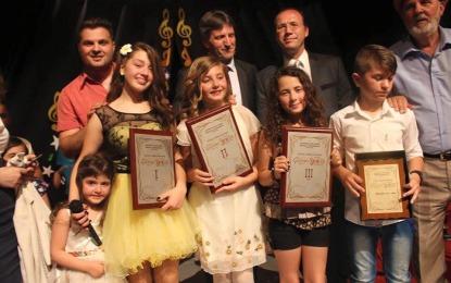 """Viola Rrustemi fituese e edicionit të nëntë të testivalit """"Gëzimi Ynë"""" në Preshevë"""