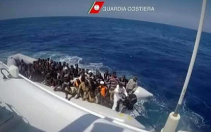 Itali, 1200 emigrantë mbërrijnë në Siçili pas rreziqeve në Mesdhe