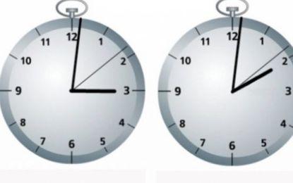 Sonte mund të fleni një orë më shumë