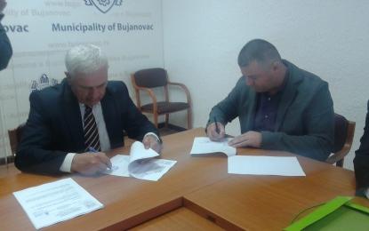 Nënshkruhet kontrata për rregullimin e shtratit të lumit në Tërnoc(Foto+Video)