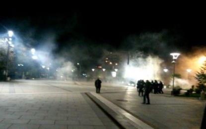 Eskalon gjendja në rrugë – Policia përdorë gaz lotsjellës ndaj protestuesve