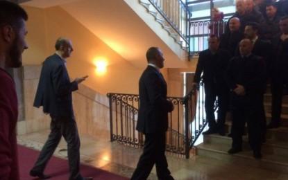 Haradinaj ndalet nga policët – ja çka u thotë! (Foto)