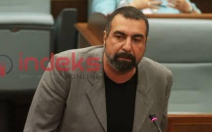 Fisnik Ismaili shoqërohet nga Policia, nuk lejohet të hyjë në Kuvend