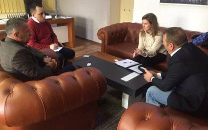 Kryetari Kamberi priti eksperten për projekte në kuadër të OSBE-së , Valery Perry