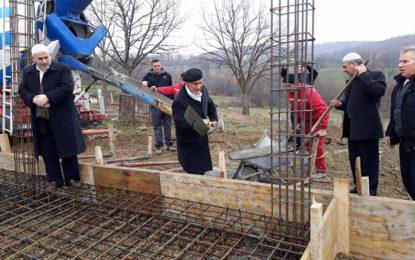 Vihet gurthemeli i Xhamisë në Maltërnoc të Bujanocit(video)
