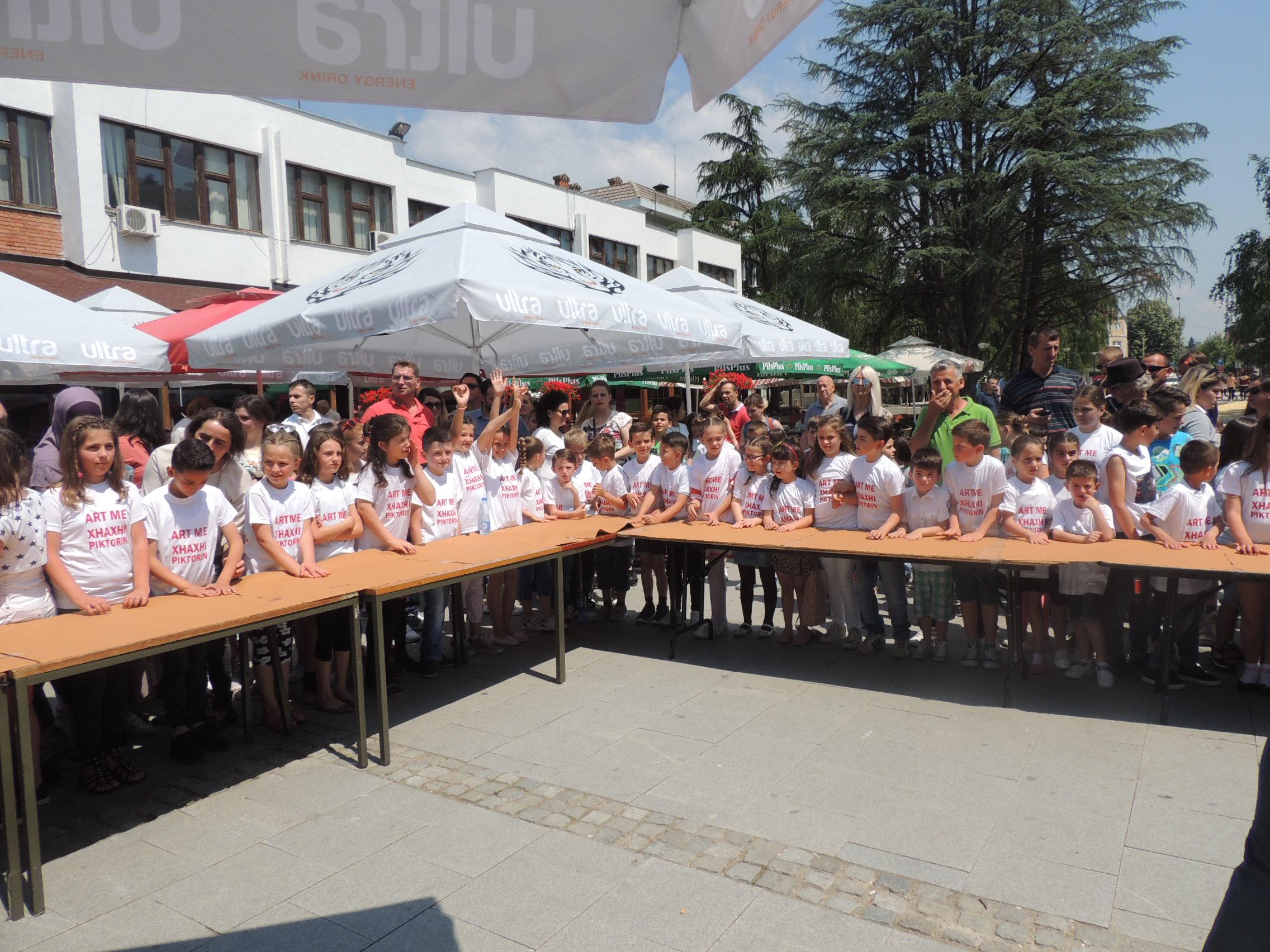 Bujanoc: Dita Ndërkombëtare e Fëmijëve shënohet me xhaxhin piktor(video&foto)