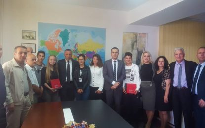 Shaip Kamberi priti 5 nxënësit e gjeneratës në komunën e Bujanocit