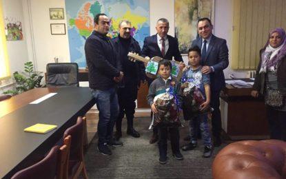 Kamberi takoi  një familje nga Afganistani  me rastin e ditës  ndërkombëtare të  refugjatëve