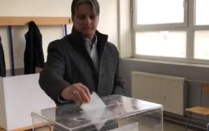 Voton kryetari i APN-së Shqiprim Arifi