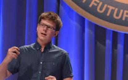 Historia mbresëlënëse e 18-vjeçarit që u bë milioner me investimin e parave të gjyshes në Bitcoin