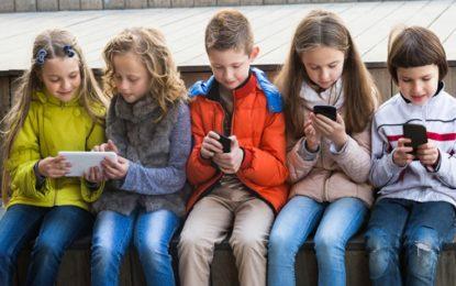 """Sh.f .""""Zenel Hajdini"""" në Raincë i ndalon nxënësve mbajtjen e celularëve në shkollë"""