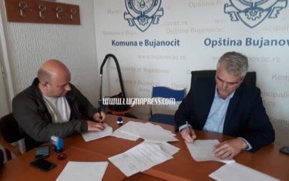 Nënshkruhet kontrata për asfaltimin e rrugës Breznicë – Muhoc