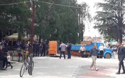 Policia lokale largon terrast  e kafiterive nga hapësirat gjelbëruese në sheshin e Bujanocit