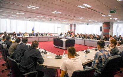 Kryeminsitri Haradinaj ka pritur mbi 100 nxënës të Luginës së Preshevës(video)