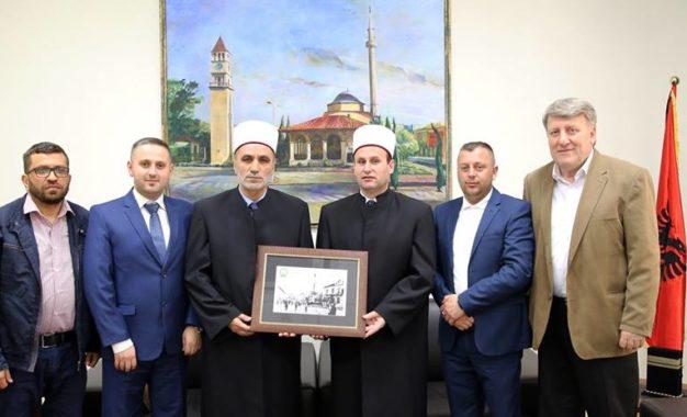 Myftiu Saqipi, në vizitë zyrtare Komunitetit Mysliman të Shqipërisë