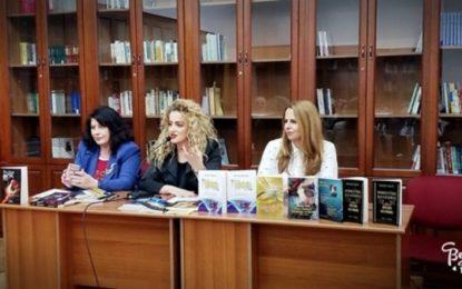 """""""Ylbere dashurie"""" në Tiranë dhe """"Mbretëri dashurie"""" në Korçë"""