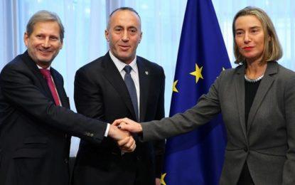 Haradinaj i ashpër me Mogherinin e Hahnin, kërkon nga BE-ja të refuzojë thirrjet për tragjedi të reja në Ballkan (Video)